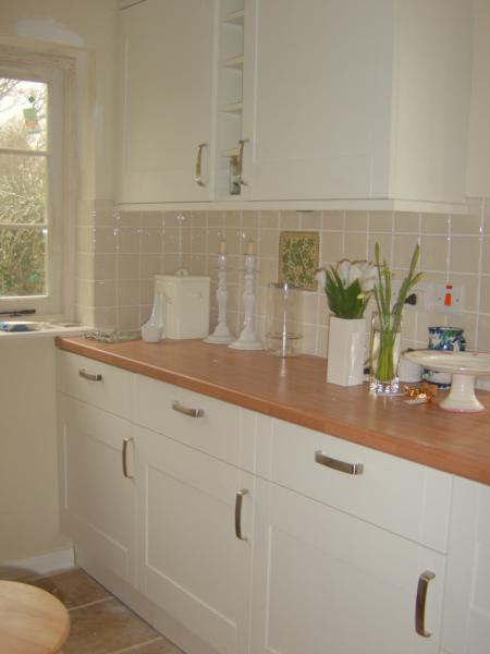 New fitted kitchen & tiling
